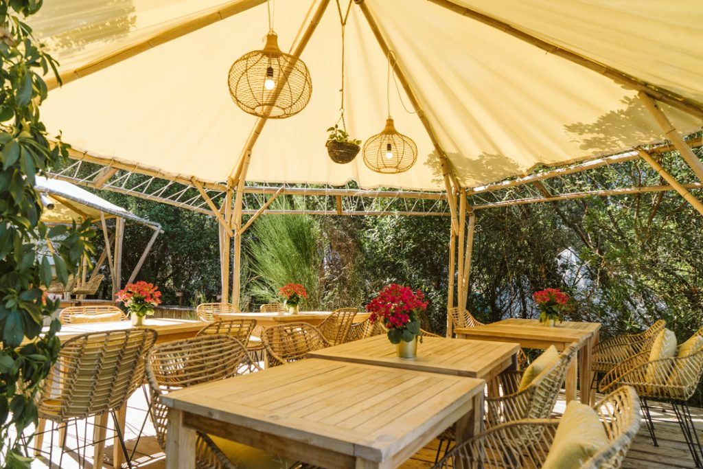 The glamping dining area of Dreamsea France in Moliets.